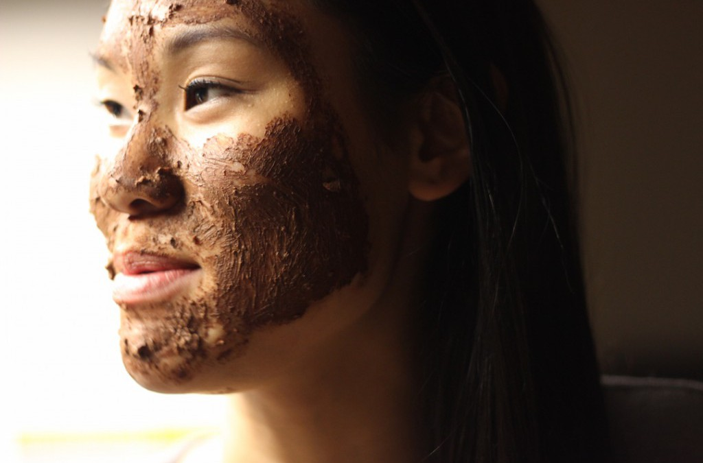 DIVA DISH: Homemade Beauty With Annie Strole (Recipe 1 of 3: Oatmeal Chocolate Exfoliating Face Treatment)